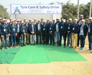 Service-Engineers-at-Tyre-Safety-Campaign-at-Surajkund-Mela