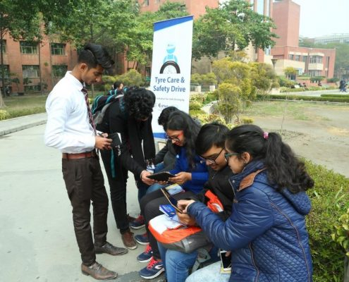Amity-University-students-participating-in-quiz-on-Tyre-Safety-6.2